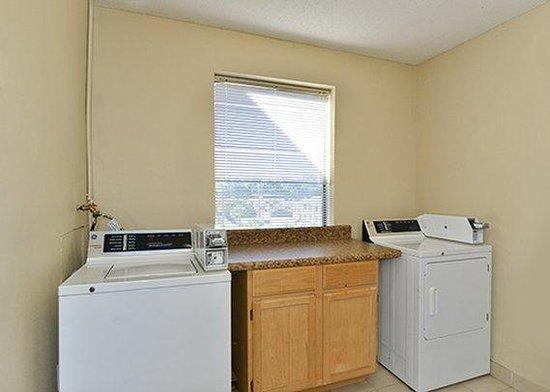Sleep Inn: laundry facility