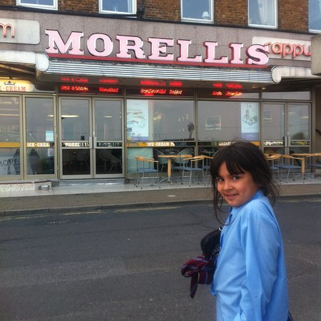 Morelli's: Outside , this place is outa the 50s