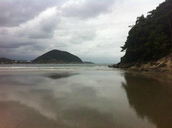 Pernambuco e do Mar Casado Beach: Vista do caminho para a ilha que fica logo à frente da praia