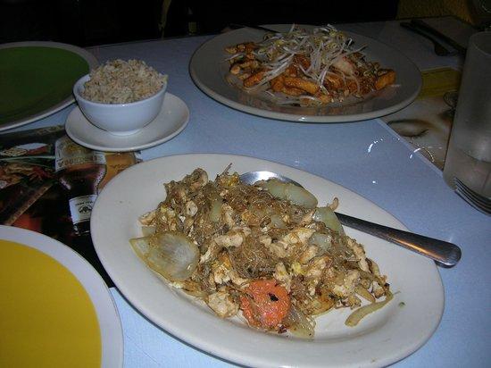 Songkran Thai Restaurant: Pad Woon Sen Chicken