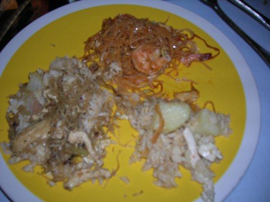 Songkran Thai Restaurant: Sharing of 3 different selections