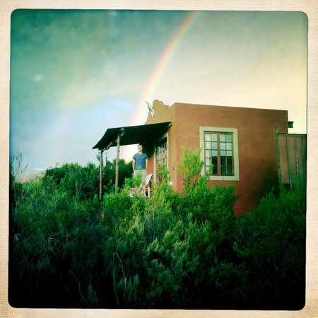 Zwartberg View Mountain Lodge: Our private cottage and a fantastic rainbow