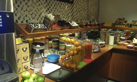 Ibis Styles Strasbourg Centre Gare: Le buffet du petit déjeuner
