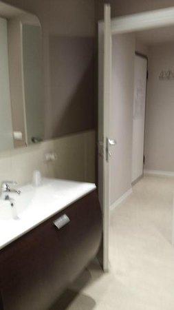 La Farina Apartments: bathroom2