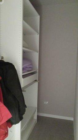 La Farina Apartments: closet