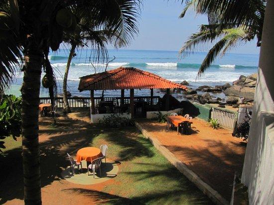 Shanthi Beach Resort: Blick von der Terseee