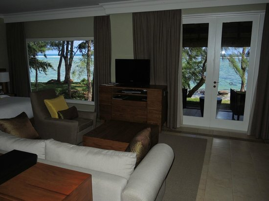 Outrigger Mauritius Beach Resort : Sitting area in room