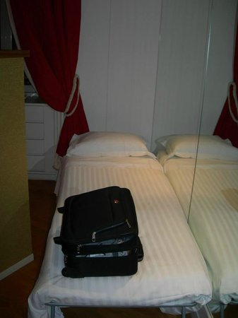 St Peter Guest House: Single bed