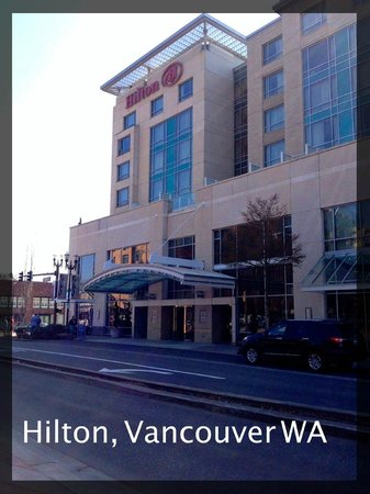 Hilton Vancouver Washington: Entrance to the Hilton