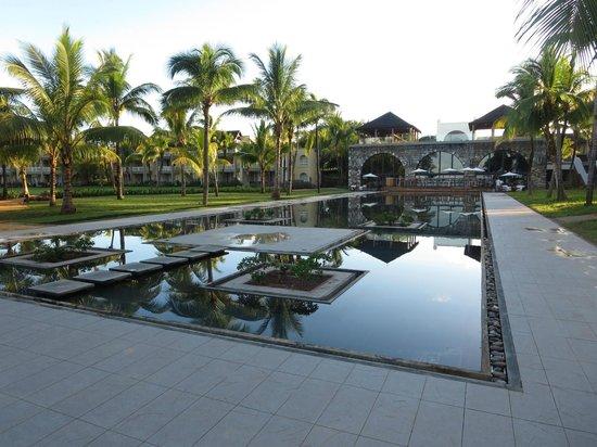 Outrigger Mauritius Beach Resort : Grounds