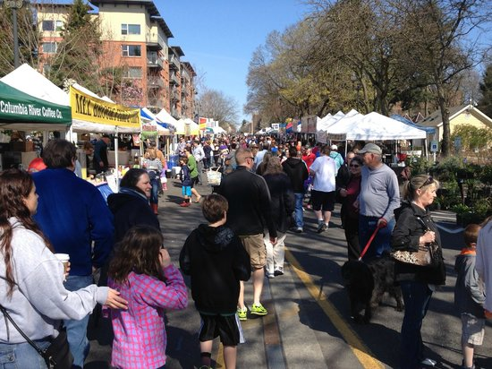 Hilton Vancouver Washington: Farmers Market in the Park