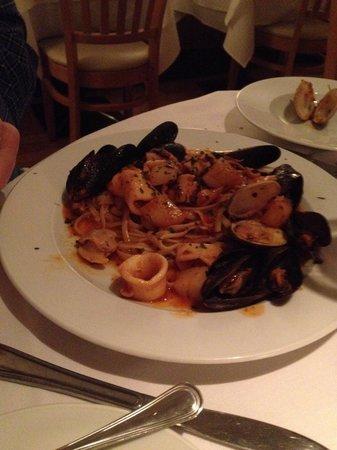Sam's Place : Linguini de mare special. Yum!