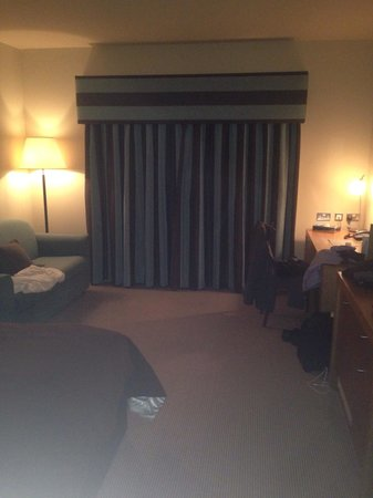 Mercure Sheffield Parkway: Large room 303