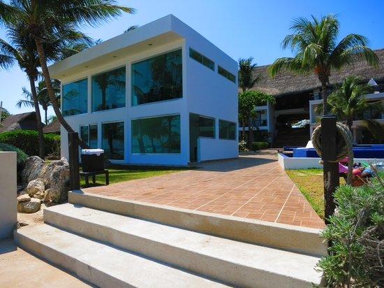 Le Reve Hotel & Spa : Le Reve Beach Entrance