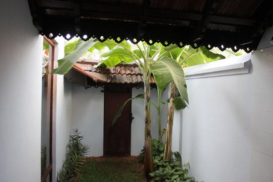 Kumarakom Lake Resort: Part of the outside shower...