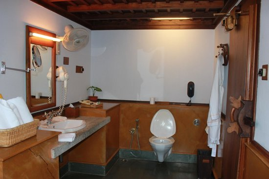 Kumarakom Lake Resort: Bathroom