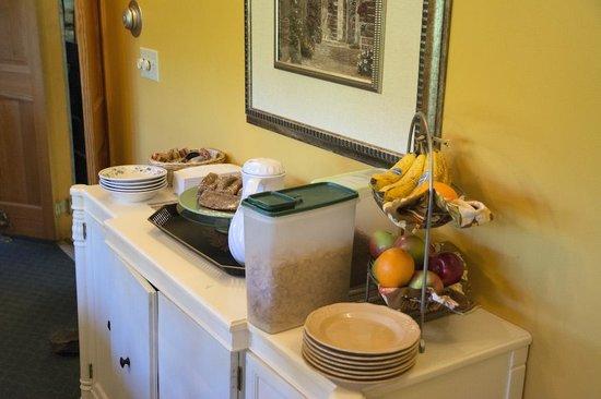 Inn by the River: Breakfast buffet