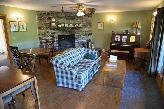 Inn by the River: Living room