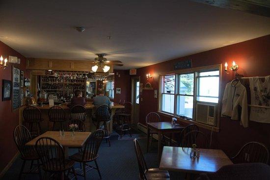 Inn by the River: Bar