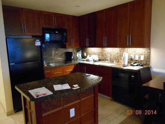 Westin Princeville Ocean Resort Villas: Kitchen area in our villa