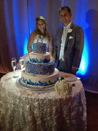 PGA National Resort & Spa: wedding cake included in package