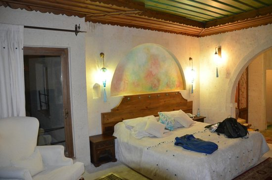 Blue Valley Cave Hotel: A distinctive room view 1