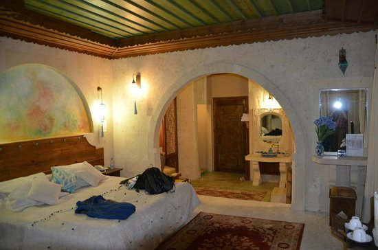 Blue Valley Cave Hotel: A distinctive room view 2