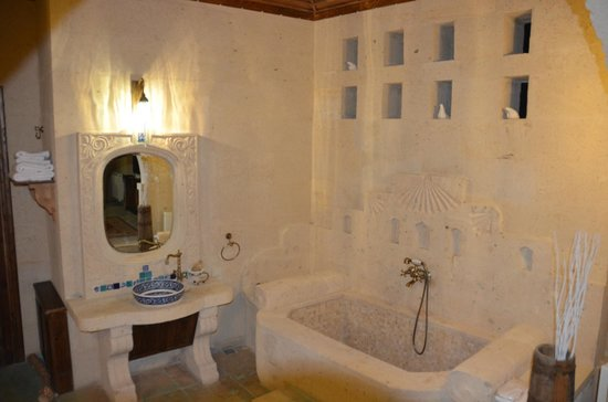 Blue Valley Cave Hotel: A distinctive room view 4
