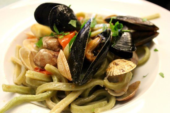 Verginiello: Pasta with seafood.