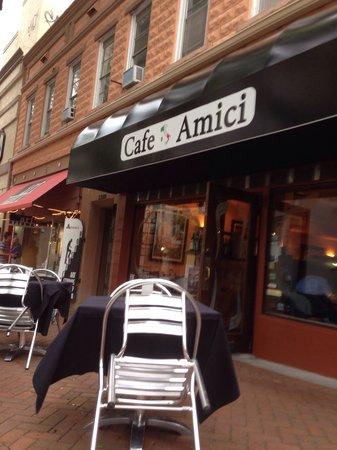 Cafe Amici: Outside