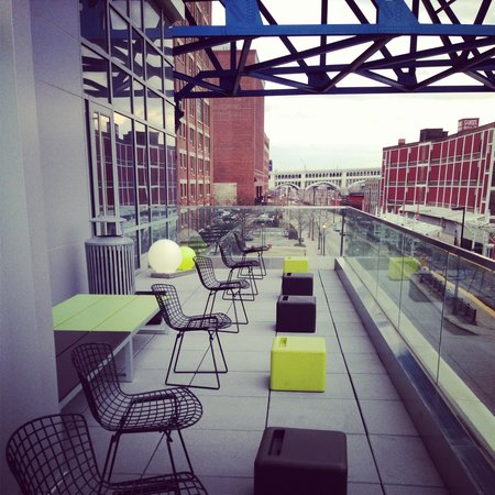 Aloft Cleveland Downtown : Really cool patio facing north