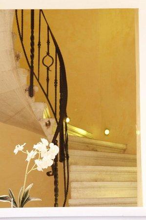 Piraeus Theoxenia Hotel: Classical Stairs
