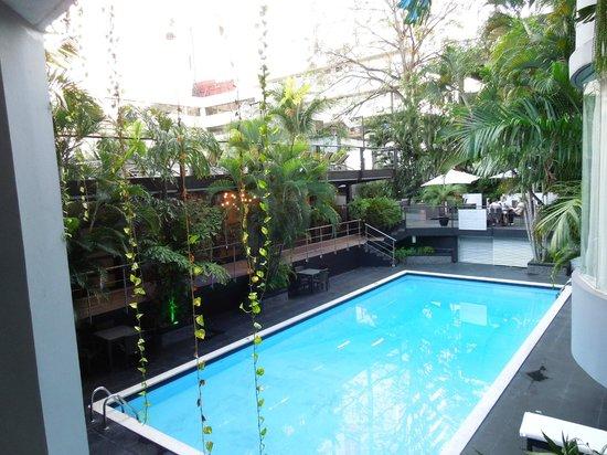 Riande Granada Urban Hotel: Piscina