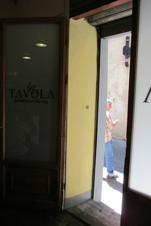 In Tavola: Looking Out
