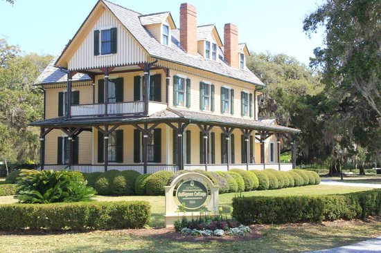 """Jekyll Island Historic District: Beautiful """" Cottages""""....all around"""