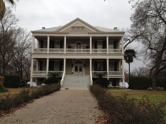 Noble Inns - The Oge House, Inn on the Riverwalk: Front of house.