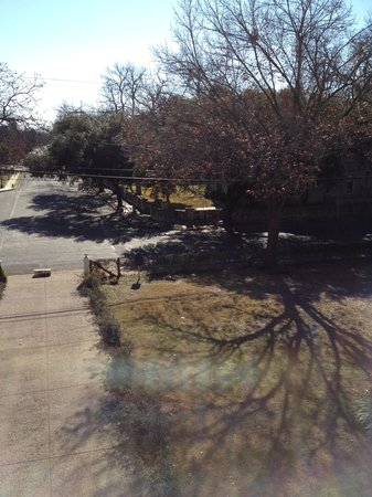Noble Inns - The Oge House, Inn on the Riverwalk : View of the front yard from the third floor balcony