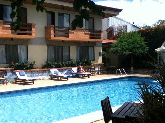 Apartotel La Sabana : rooms with small balcony overlooking the pool