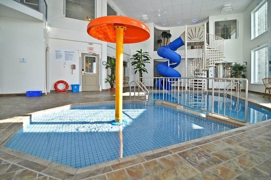Swimming pool picture of best western plus edmundston for Best western pool