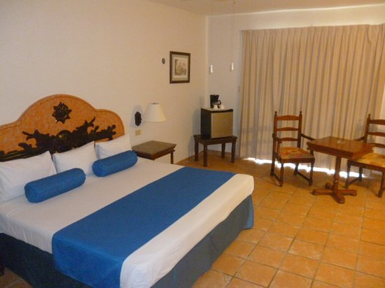 Hotel Reef Yucatan - All Inclusive & Convention Center : King Size Bed
