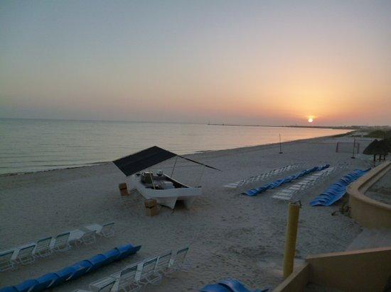Hotel Reef Yucatan - All Inclusive & Convention Center : Beach Sunrise