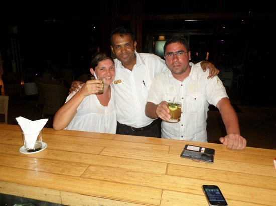 Blumarine Attitude: serveur bar