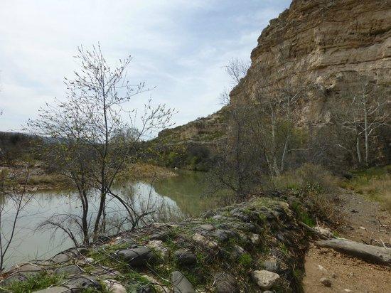 Montezuma Castle National Monument: The river that runs nearby