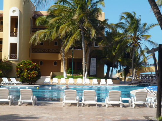 Hotel Reef Yucatan - All Inclusive & Convention Center : Hotel Rooms and Pool