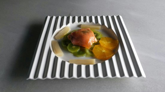 Taberna Belmonte: Globo de mozarella con salmon y kiwi