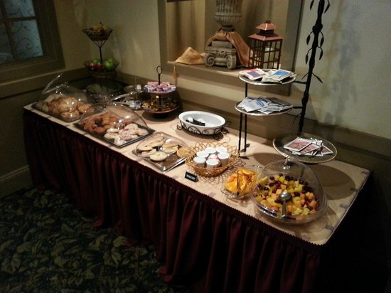 Hotel La Rose: The continental breakfast (never changes)