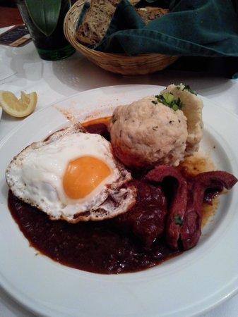 Zu den drei Hacken: Gulash con uovo