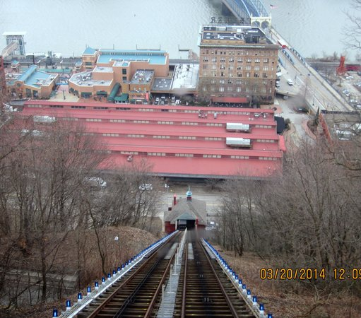 Monongahela Incline : Looking down the Mon Incline to Station Square