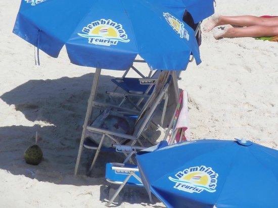 Bombinhas Tourist Hotel e Pousada : Servicio de playa