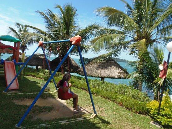 Bombinhas Tourist Apart Hotel : Hamaca frente al mar